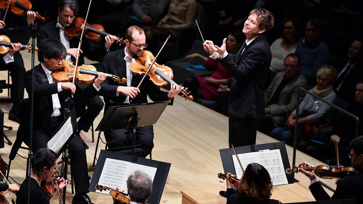 Musik braucht Freunde - Dirigent Krysztof Urbanski (©Benjamin Hallenkremer)